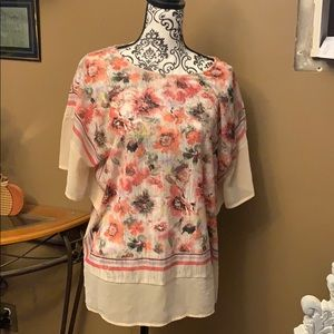 Tops - Flowered blouse